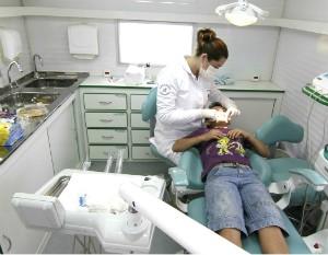 Entre os serviços oferecidos à comunidade esteve o de odontologia (Foto: Marcelo Borges/Divulgação)