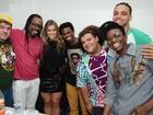 Ex-BBB Fani comemora aniversário com amigos em show de axé