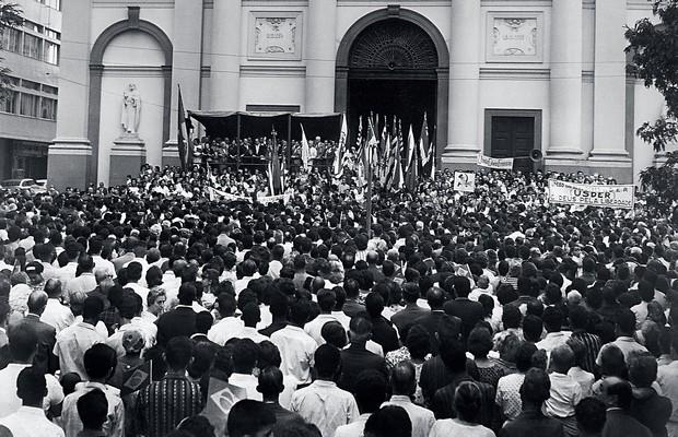 ASSUSTADOS Marcha da Família em Campinas, São Paulo, em 1964. Por medo de um golpe, eles queriam a queda do governo civil eleito (Foto: Estadão Conteúdo/AE)