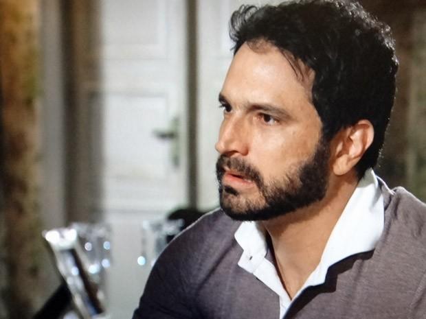 Celso fica chocado com a decisão da mulher (Foto: Salve Jorge / TV Globo)