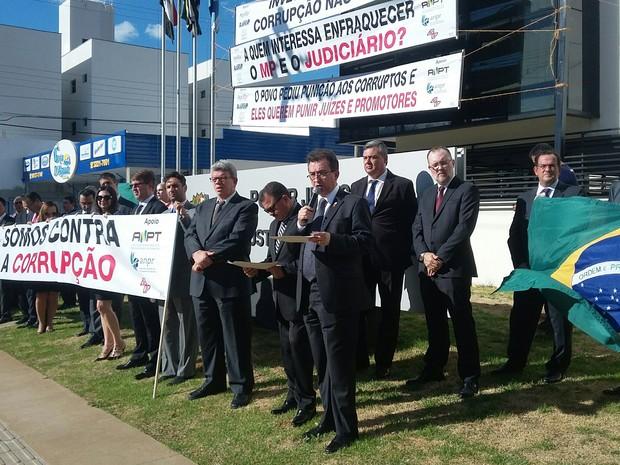 Ato contra a corrupção foi na tarde desta segunda-feira (5), em Presidente Prudente (Foto: Stephanie Fonseca/G1)