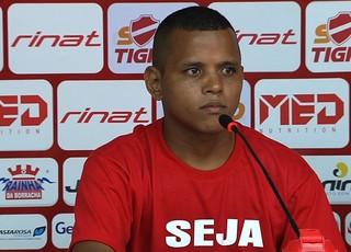 Billy, volante do Vila Nova (Foto: Reprodução/TV Anhanguera)