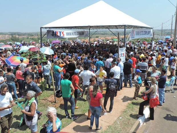 Tumulto marcou a entrega das chaves aos moradores (Foto: Sandro Bittencourt/TV Fronteira)