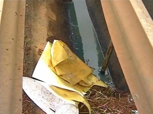 Vazamento de óleo lubrificante (Foto: Reprodução TV TEM)