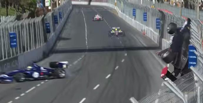 Frame acidente Nelsinho Piquet Indy Lights (Foto: Reprodução / Youtube)