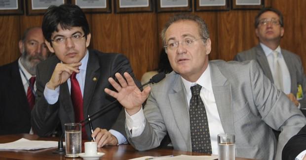 Com apoio de governistas, o peemedebista Renan Calheiros (à dir.) costura a candidatura; Randolfe Rodrigues (à esq.) pretende se lançar como alternativa (Foto: José Cruz/Agência Senado)