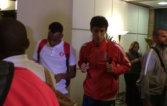 Inter deixa pressão de Porto Alegre e chega sem tumulto a Santos