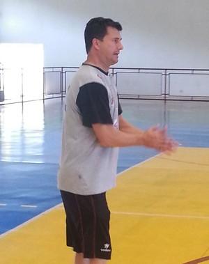 Flávio Prado técnico do basquete de Venceslau (Foto: João Paulo Tilio / Globoesporte.com)