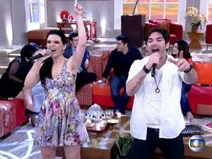 Kiko e Jeanne cantam no programa Encontro (Foto: Reprodução/ Rede Globo)