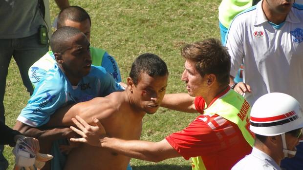 Batatais e Marília briga 3 (Foto: Fernando Machado)