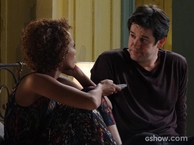 Jonas fala sobre o pai para Verônica (Foto: Geração Brasil/TV Globo)