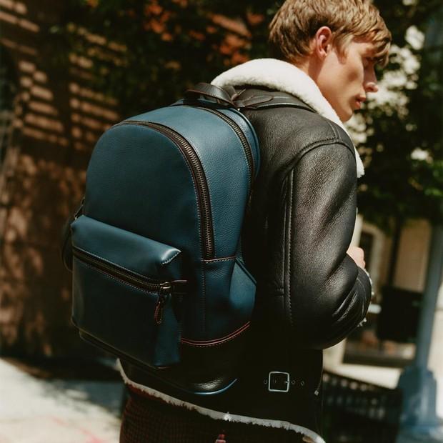 A mochila certa pode mudar totalmente seu look. Na foto, Coach (Foto: Divulgação)