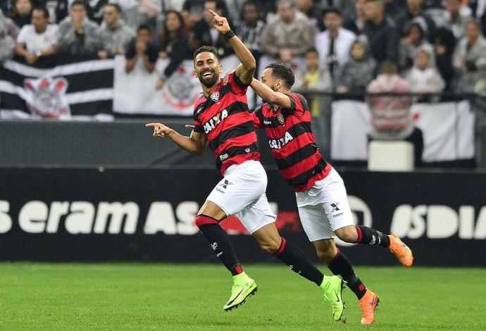 trellez comemora gol do Vitória diante do Corinthians (Foto: Marcos Ribolli)