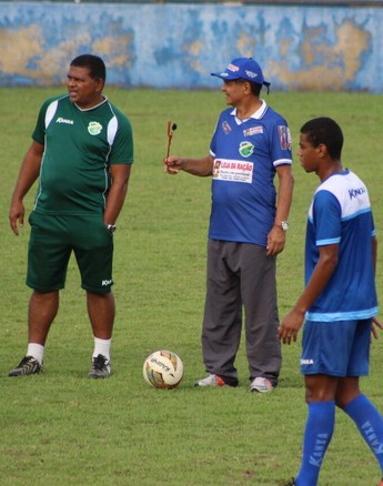 Diá, treino do Altos  (Foto: Wenner Tito )
