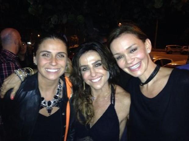 Giovanna Antonelli, Monique Curi e Julia Lemmertz celebram o capítulo 100 (Foto: Arquivo Pessoal)