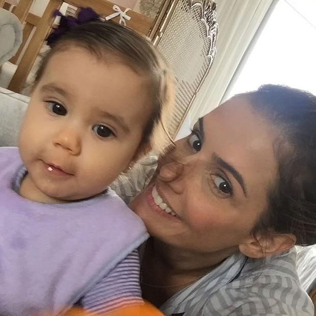 Deborah Secco e a filha (Foto: Reprodução/ Instagram)