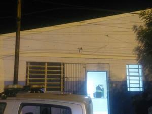 Criminosos atiraram na Delegacia de Itapetim (Foto: Divulgação/Polícia Militar)