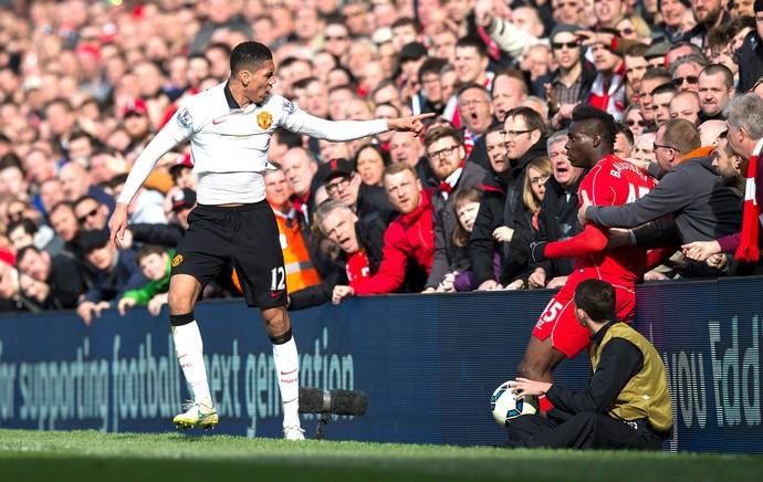 Smaling e Balotelli, Liverpool X Manchester United (Foto: Agência AP)