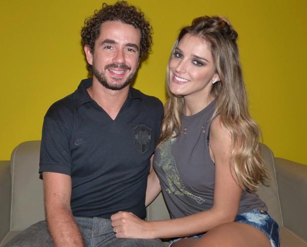 Felipe Andreoli e Rafa Brites posam nos bastidores do Domingão (Foto: Gabriela Bispo / Gshow)