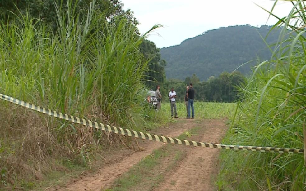Local onde foi encontrado o corpo da jovem (Foto: Reprodução/ RBS TV)