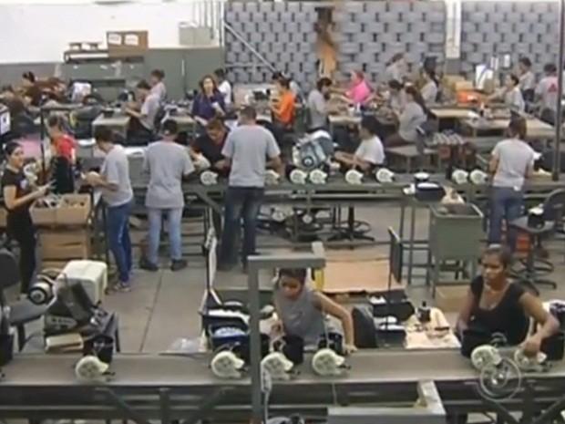 Fábrica de ventiladores contratou mais gente para dar conta da demanda (Foto: Reprodução/TV TEM)