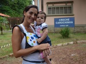 Sem ter onde deixar a filha, Yula cogita desistir da faculdade (Foto: Amanda Pioli/G1)