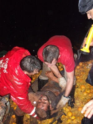 Resgate durou aproximadamente duas horas  (Foto: Divulgação / PRE)