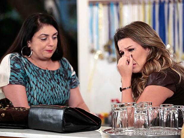 Soraia consola Berna no restaurante (Foto: Malhação / TV Globo)