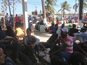 Trabalhadores rurais ocupam sede da Eletrobras em Porto Velho (Foto: Ivanete Damasceno/G1)