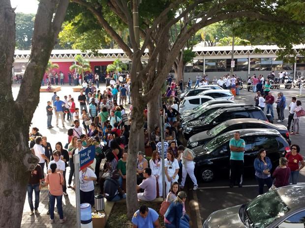 Funcionários e alunos da Unicamp fazem protesto contra reajuste de 0% nos salários dos docentes e servidores da universidade (Foto: Fernando Pacífico/G1 Campinas)