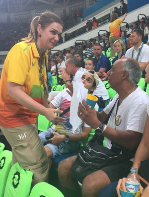 Confusão na Arena Carioca 1 com torcedores do basquete que compraram ingresso mas não têm assento (Foto: Thierry Gozzer)