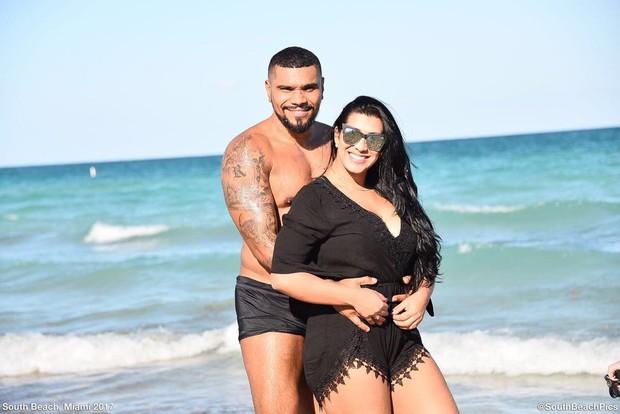 Naldo e Ellen Cardoso em Miami (Foto: South Beach Pics/Divulgação)