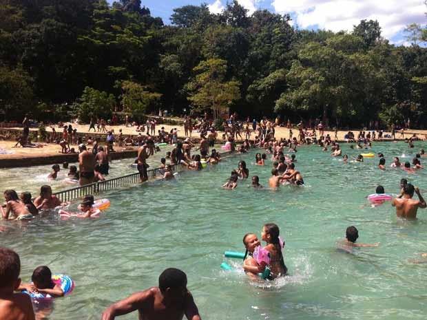Público aproveitou o calor e compareceu em grande número ao parque Água Mineral (Foto: Luciana Amaral/G1)