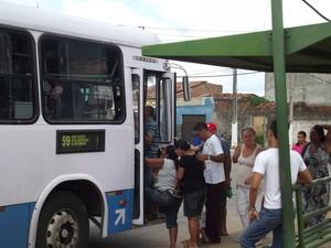 Transporte coletivo está entre reclamações dos moradores (Foto: Lamonier Araújo/G1)