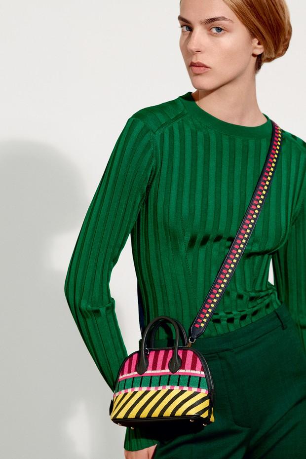 Swinging shoulder straps and fancy decoration at Hermes (Foto: Hermès)