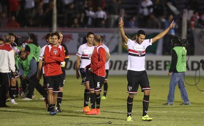 Jogadores do São Paulo comemoram vitória contra Danubio (Foto: Rubens Chiri/saopaulofc.net)
