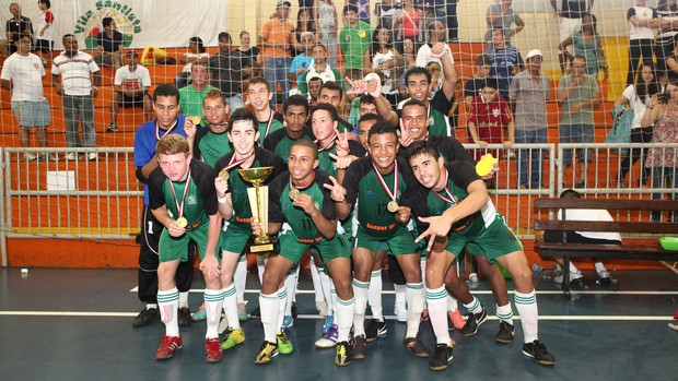 Vila Santista ficou com o título no sub-17 (Foto: Divulgação)
