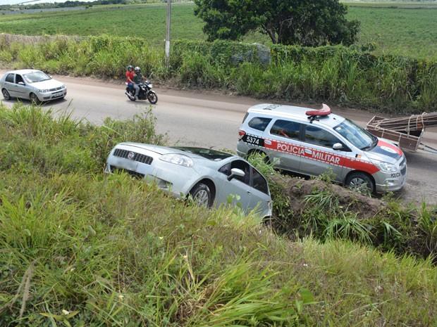 Condutora sai da pista em acidente na Paraíba (Foto: Walter Paparazzo/G1)