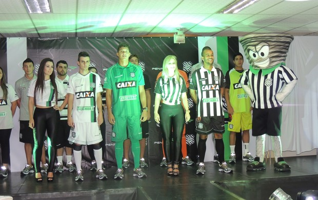 Novos uniformes Figueirense (Foto: Marcelo Silva)
