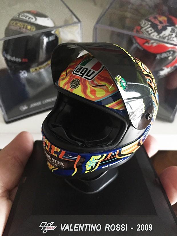 Essa réplica é perfeita. Vendo os detalhes ao vivo e já para coleção se juntando as réplicas dos outros campeões da MotoGP (Foto: Divulgação)