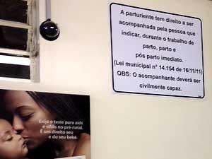 Placa na maternidade de Campinas (Foto: Anaísa Catucci/ G1 Campinas)