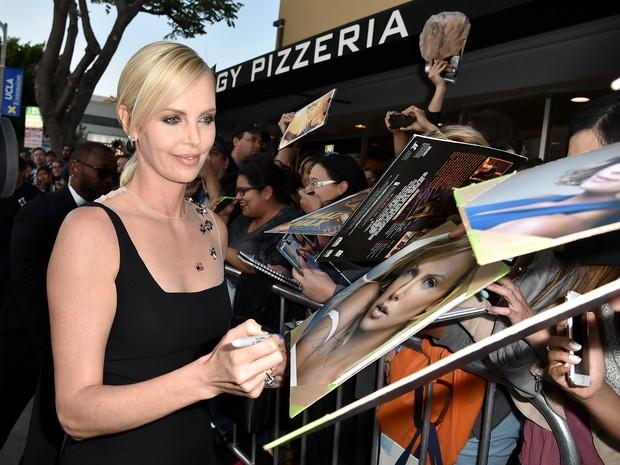 Charlize Theron em première em Los Angeles, nos Estados Unidos (Foto: Kevin Winter/ Getty Images/ AFP)