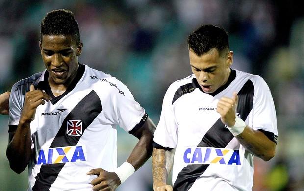 Thalles e Bernardo comemoração Vasco contra Volta Redonda (Foto: Ernesto Carriço / Agência Estado)