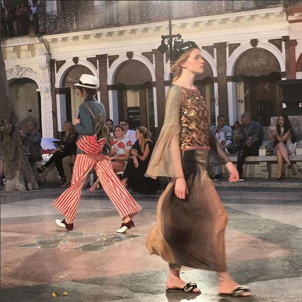 Modelos desfilam em Havana para coleo 'pica' da Chanel em Havana, capital de Cuba (Foto: Reproduo/Instagram)