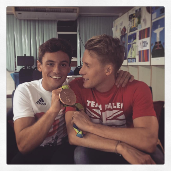 O mergulhador Tom Daley e seu noivo, o cineasta Dustin Lance Black (Foto: Instagram)