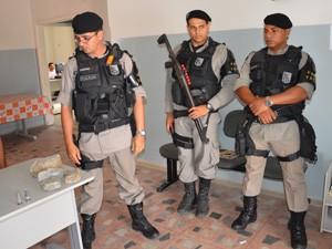 Pedaços da cela foram quebrados na tentativa de fuga (Foto: Walter Paparazzo/G1)