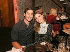 Isis Valverde leva o namorado para curtir festa cheia de famosos no Rio