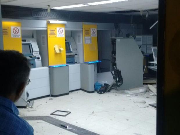 Caixas foram alvo de explosivos em Feira Nova, neste sábado (8) (Foto: 6ºCIPM)