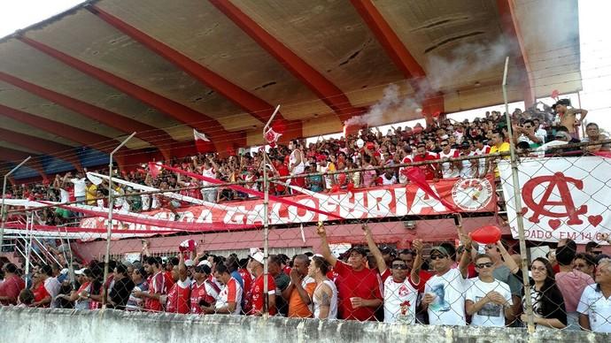 Torcida lota arquibancadas do Estádio Elias Arbex. (Foto: Thiago Luz / EPTV)