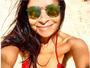 Anna Lima posa de biquininho vermelho e exibe corpo enxuto